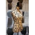 Buste Mannequin Beige Motif Lettres
